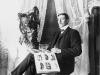 Kila-Jonas i sin atelje i storsalen på kils 1908